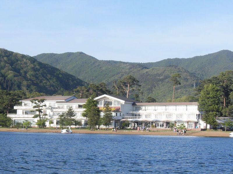 猪苗代湖から見える外観