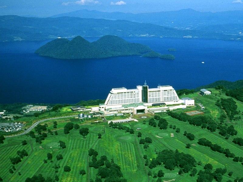 山頂から見渡す絶景の大自然に抱かれたホテルです