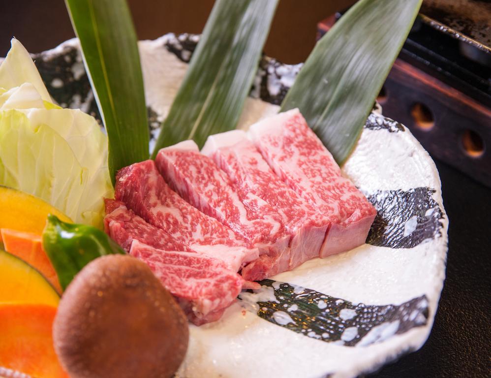 ジュワ〜っと広がる肉の旨味!一度は召し上がっていただきたい肥後牛サーロインです/例