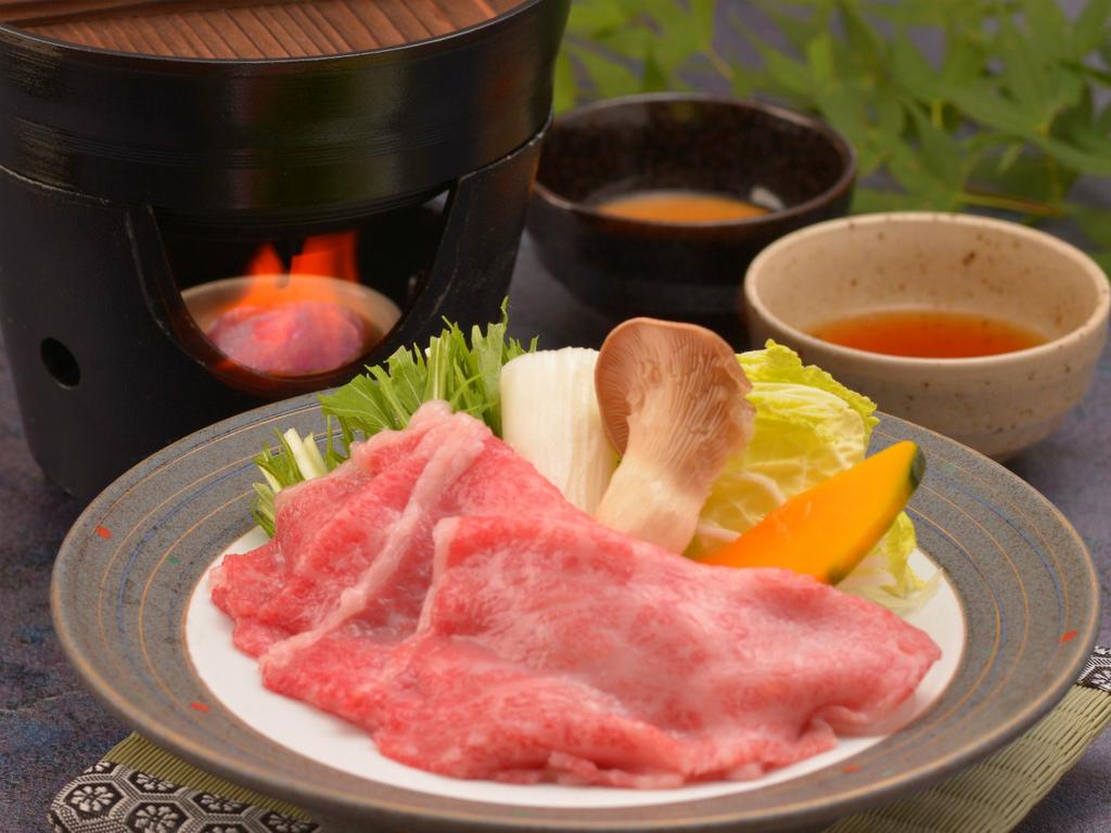 ご夕食の一例(飛騨牛しゃぶしゃぶ)