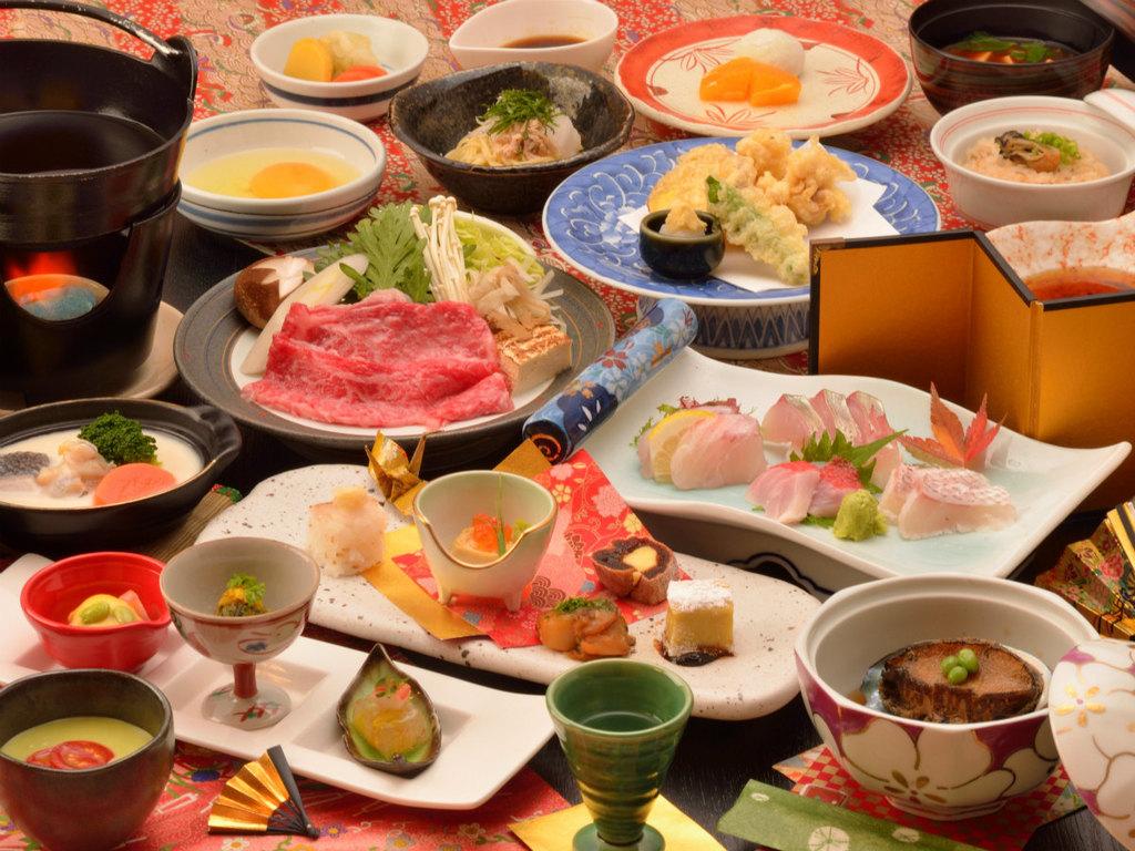 ご夕食の一例(金目鯛を含むお造り4点盛・鮑やわらか煮・飛騨牛のすき焼きなど)