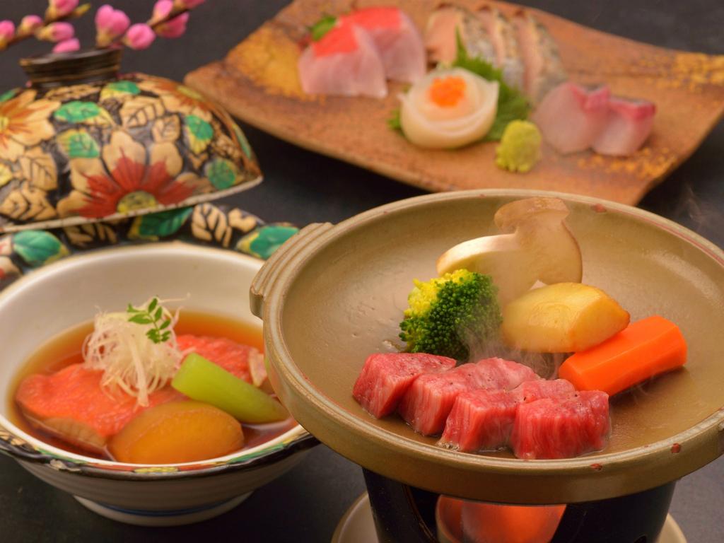 ご夕食イメージ(お造り盛合せ、飛騨牛ステーキ、金目鯛煮付)