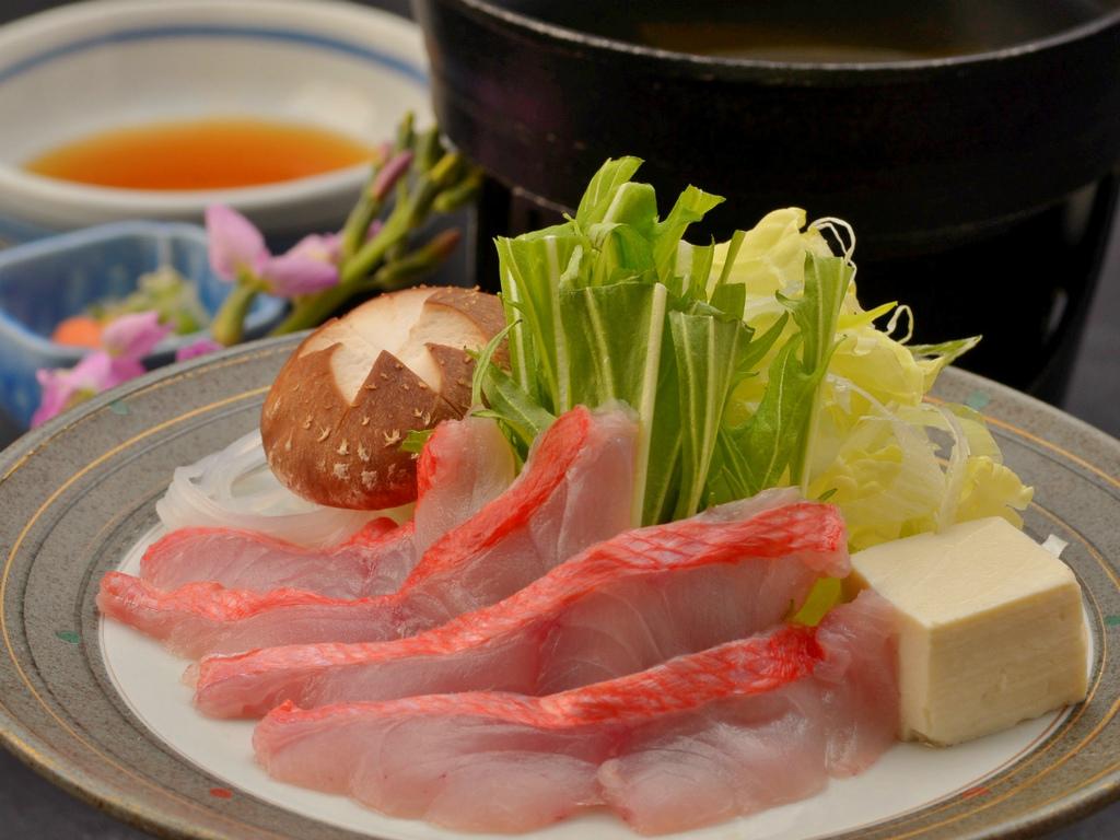 鍋物の一例(金目鯛のしゃぶしゃぶ)