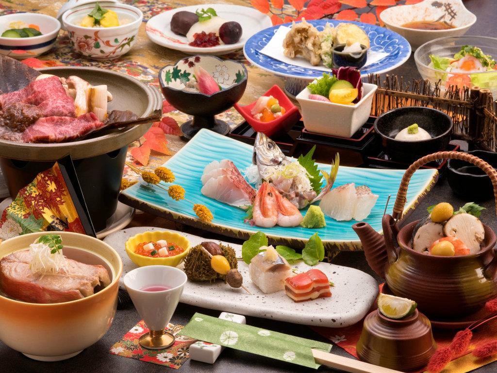ご夕食の一例(お造り4点盛、飛騨牛の朴葉焼き、松茸と蛤の土瓶蒸しなど)