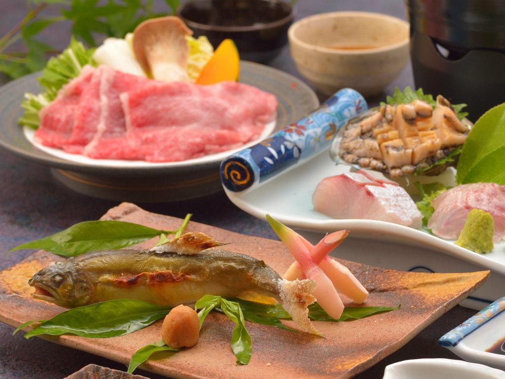 ご夕食イメージ(鮎の塩焼き・鮑を含むお造り盛合せ・飛騨牛しゃぶしゃぶ)