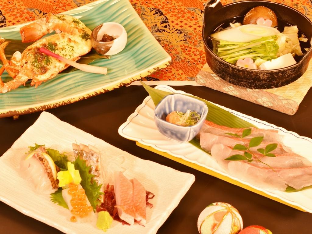 ご夕食イメージ(金目鯛を含む地魚などのお造り、金目鯛のしゃぶしゃぶ、イセエビの文化焼き)