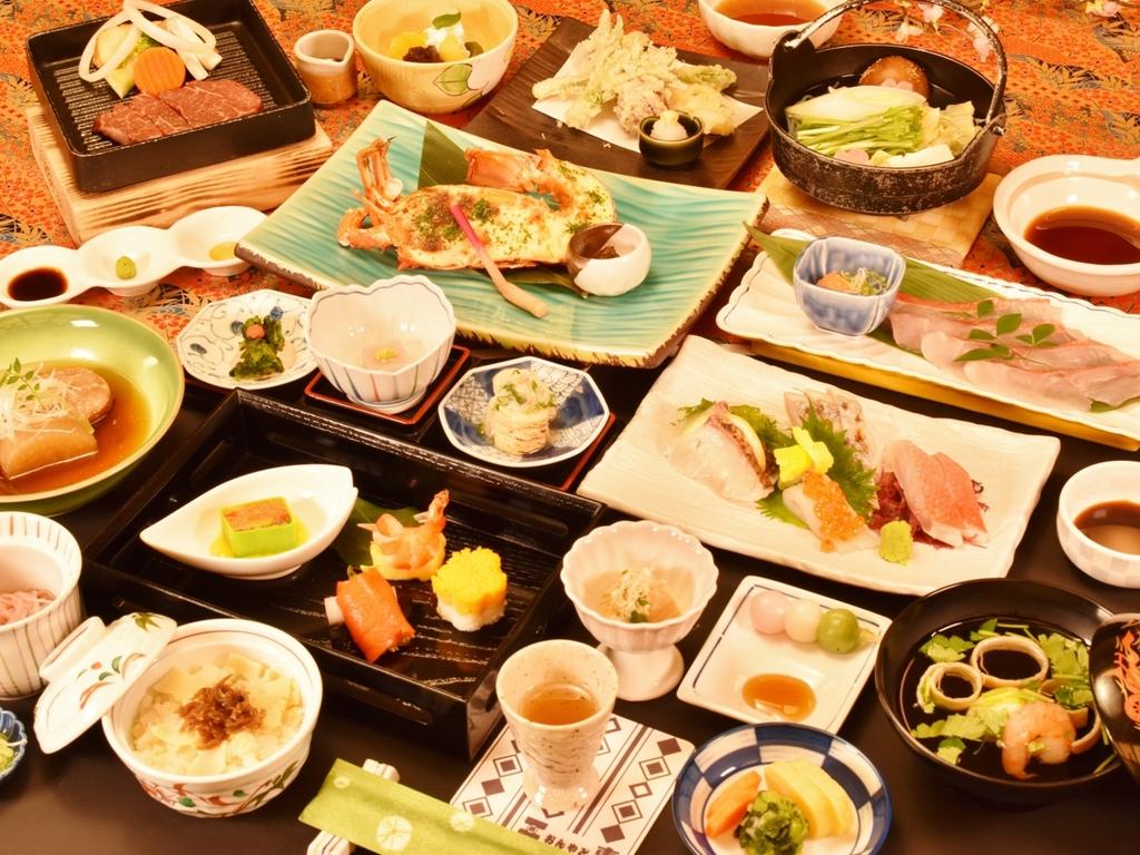 ご夕食の一例(飛騨牛ステーキ、イセエビ文化焼き、金目鯛3品など)