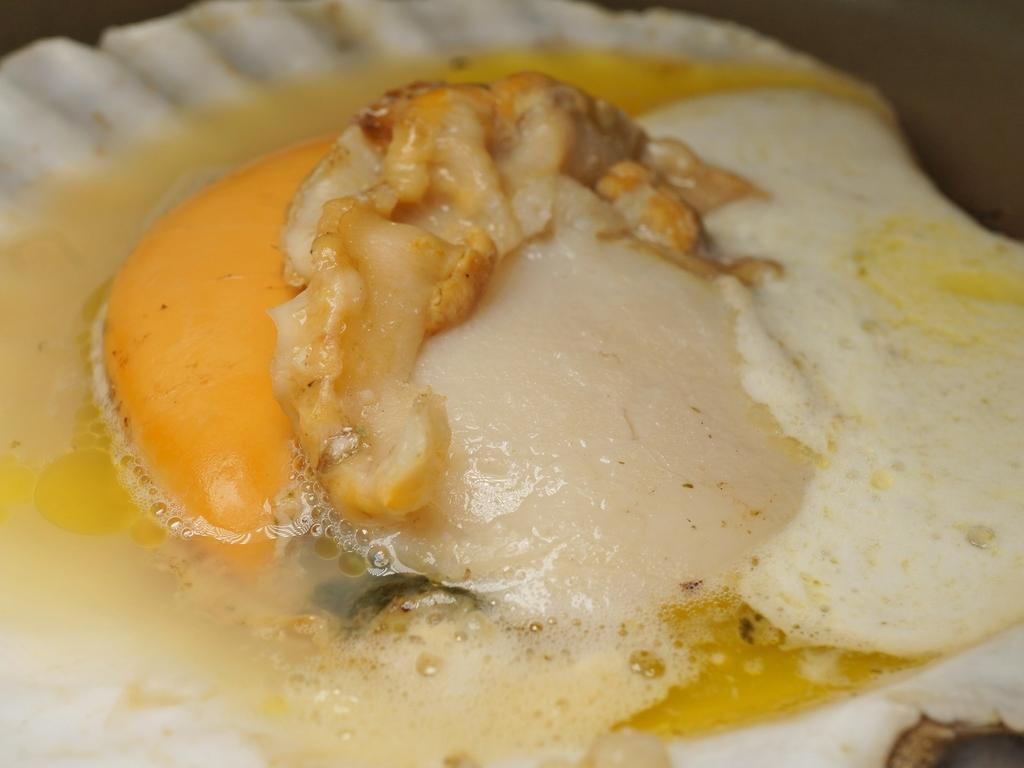 ご夕食の一例(北海道噴火湾産帆立貝のバター焼き)