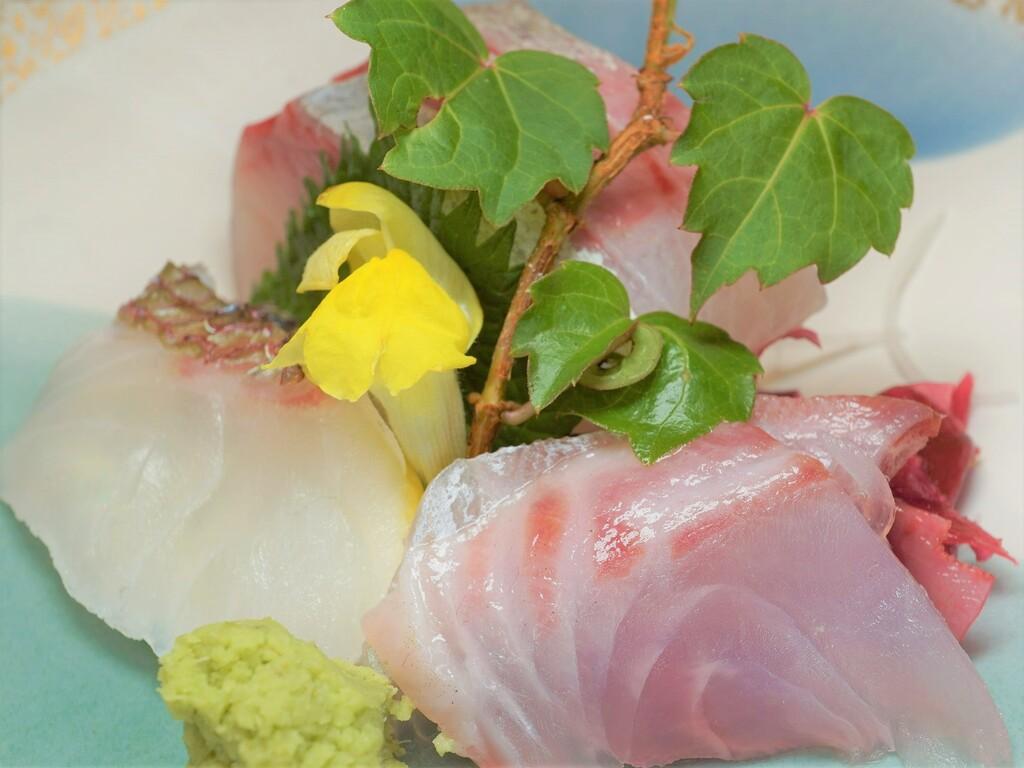 ご夕食の一例(地魚お造り3点盛)