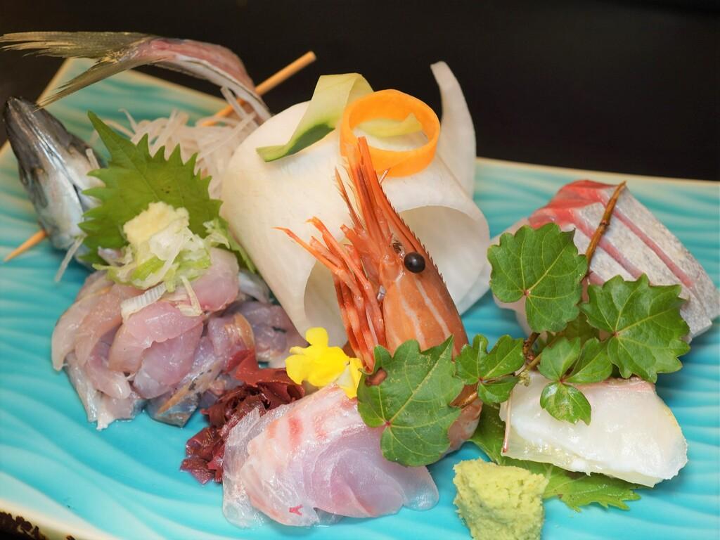 ご夕食の一例(地魚などのお造り5点盛)