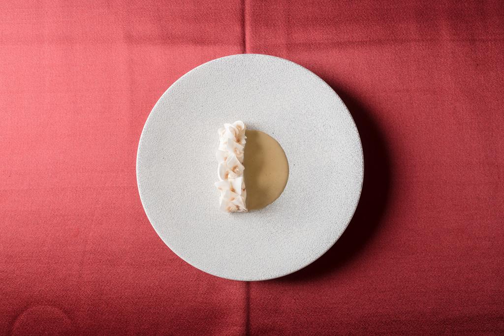 鮮魚のヴァポーレ 発酵マッシュルームのソース