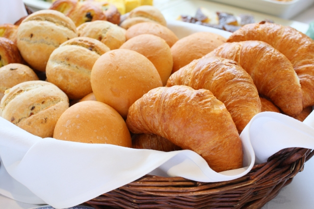 レストラン内で焼きあげるパンはファンが多い逸品。ご朝食でどうぞ♪