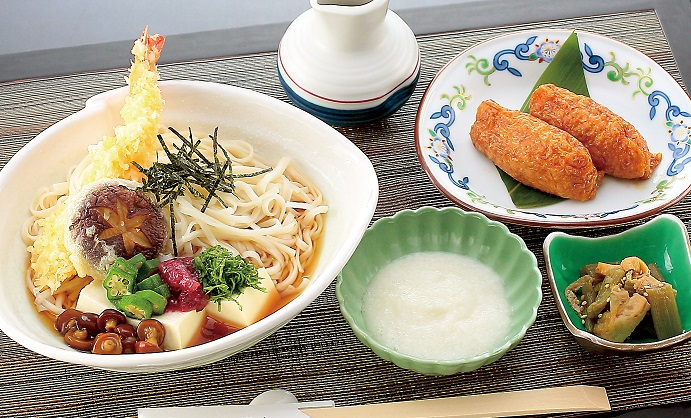 【冷やしとろろうどんセット】 小鉢・いなり寿司付き