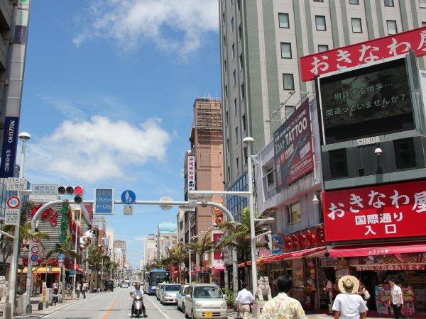 【国際通り】国際通りまで徒歩5分。昔ながらの市場の散策も。珍しいおみやげに出会えるかも♪
