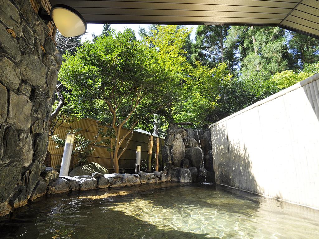 露天風呂(男女別)自家源泉の天然温泉。