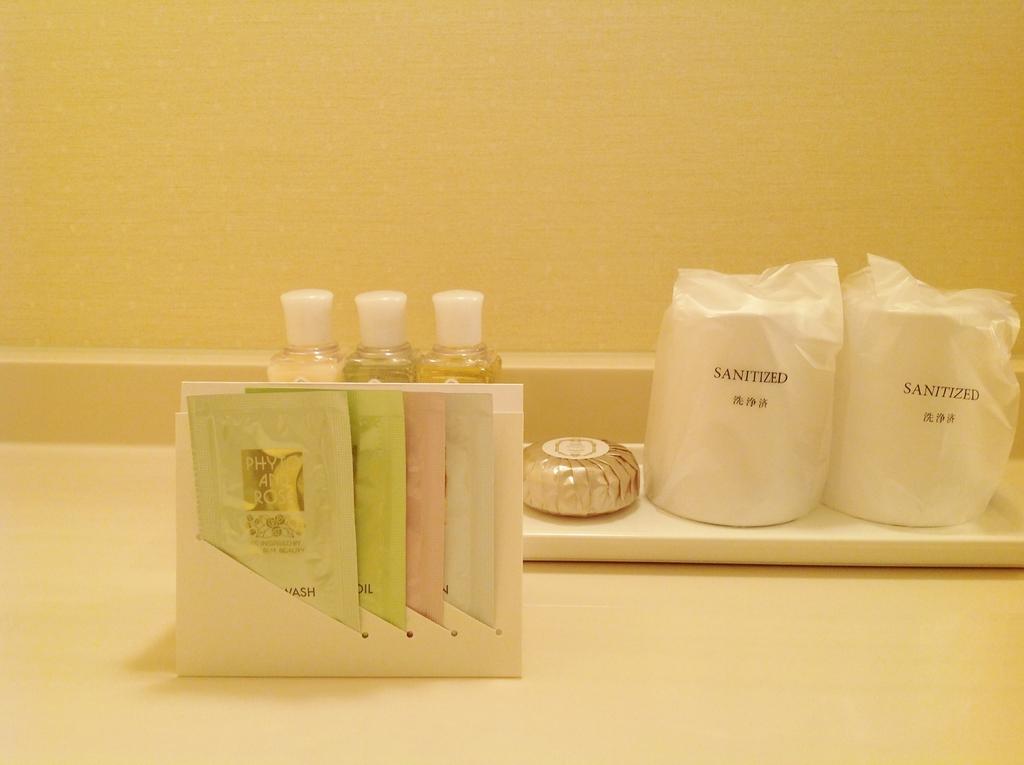 クレンジング、洗顔ミルク、化粧水、乳液をプレゼント!