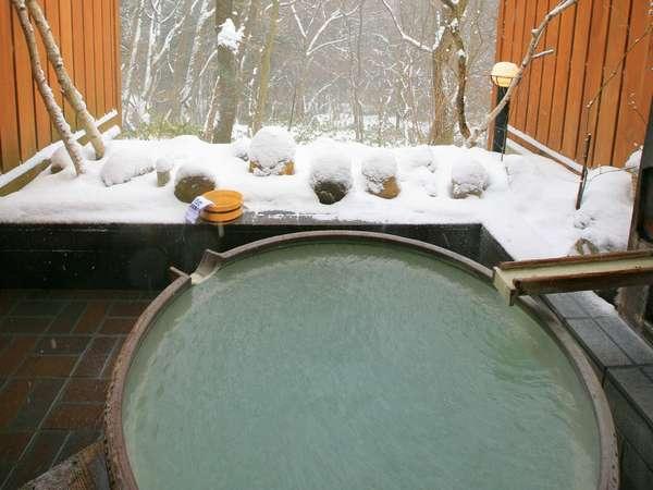 貸切露天風呂「きすげ」 こんもり雪景色