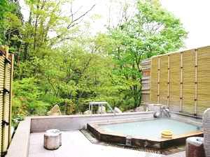 新緑の中の露天風呂(殿方)