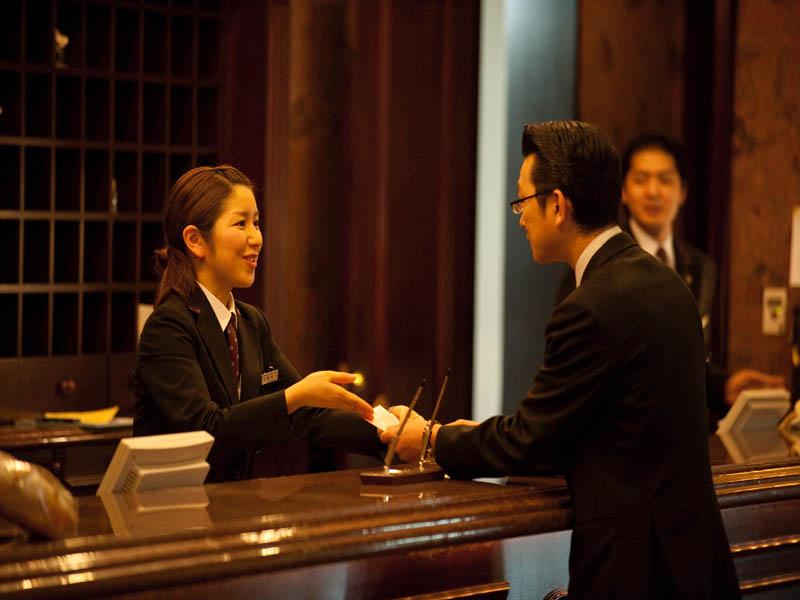 北海道観光マスタ−8名、旭川大雪観光文化検定合格者10名が在籍しお客様をサポート!