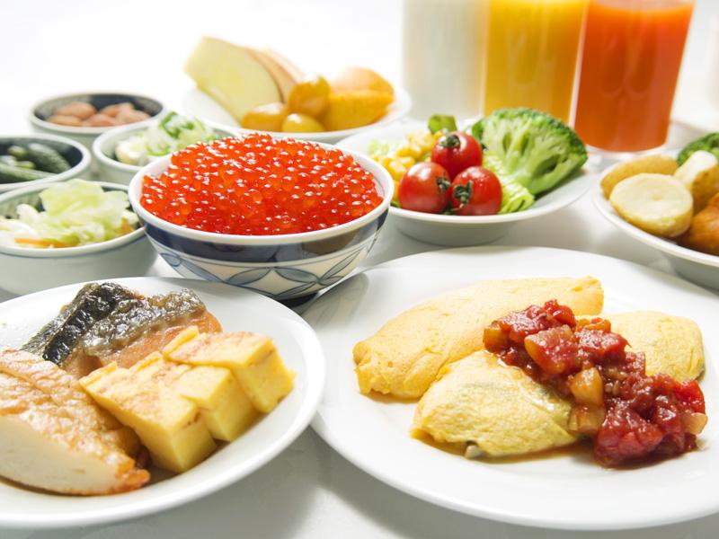 【60品目以上のバイキング朝食】新鮮いくらや目の前で作るふわとろオムレツが大人気♪
