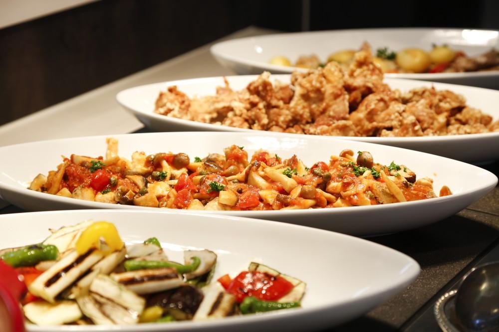 「ダイニングひなた」は食材と調理法にこだわったレストラン。野菜たっぷりのバランスのとれた料理がならびます。