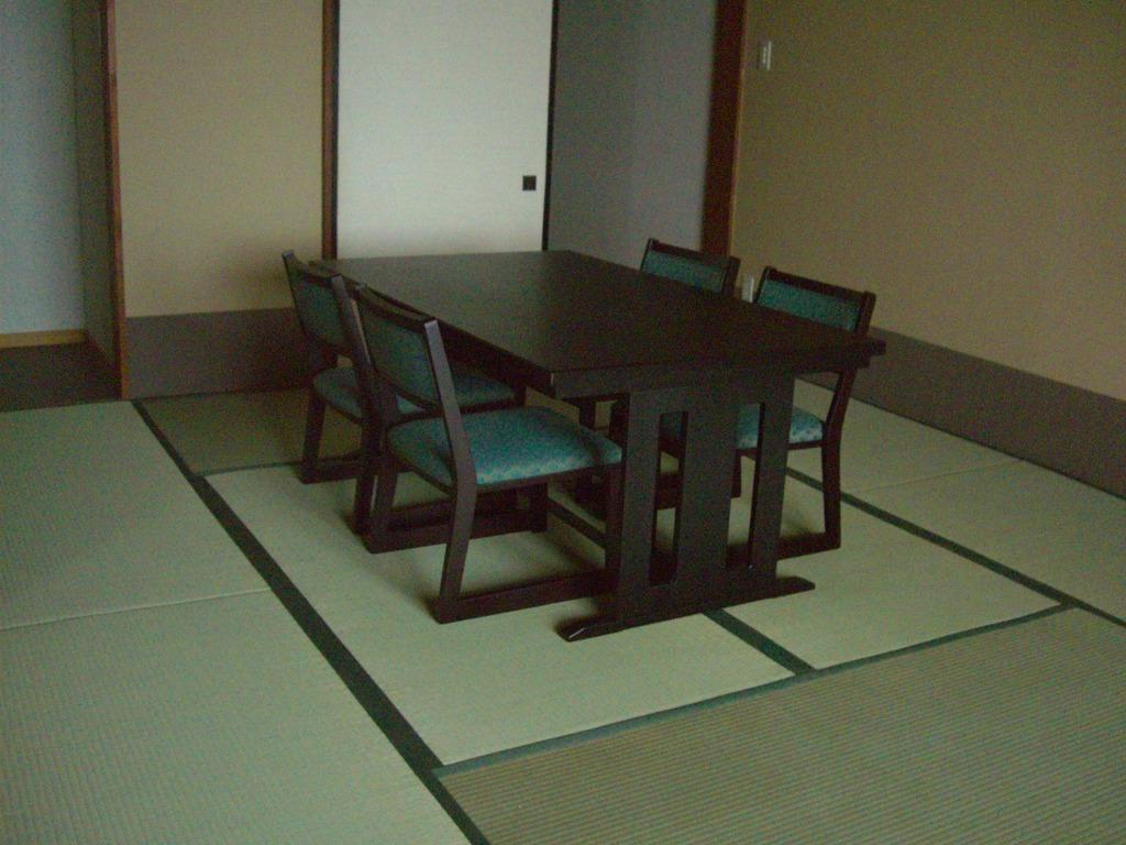 和洋室テーブル席