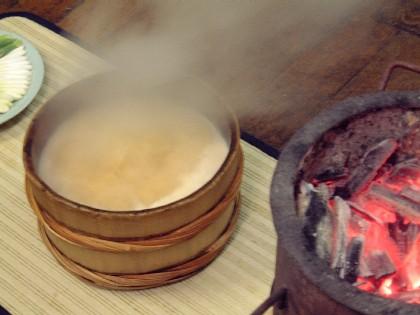 石焼料理は魚の入った味噌汁です