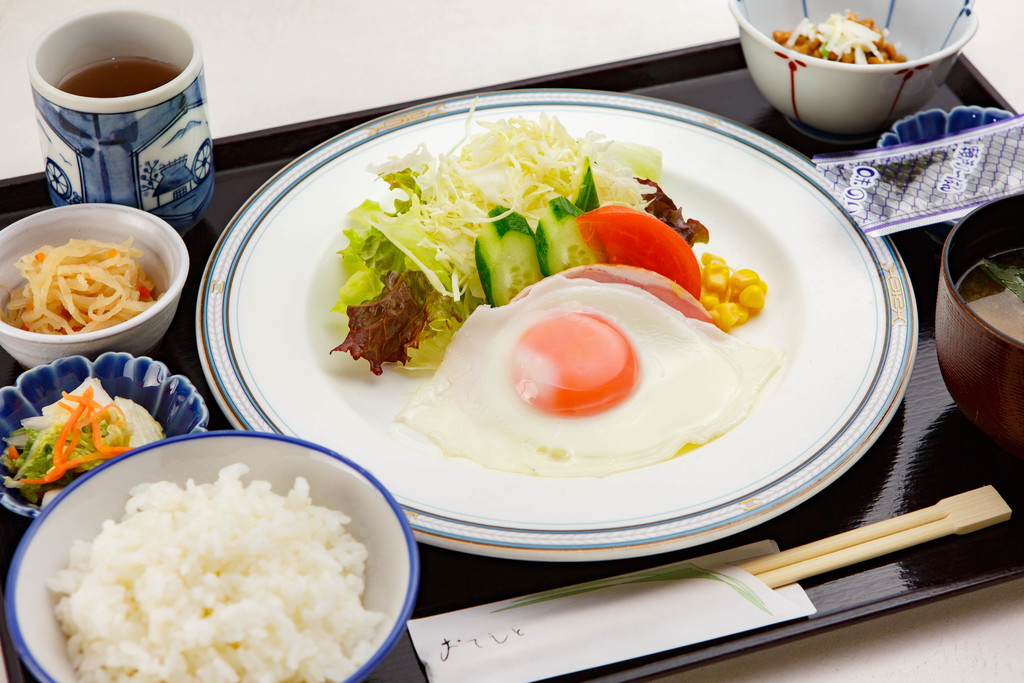 新潟矢代産のコシヒカリを使ったご朝食(和食)