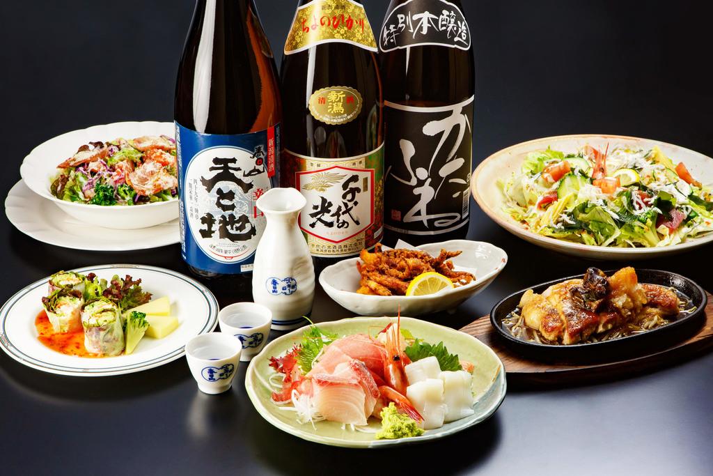 食事から新潟の地酒、お酒にピッタリあったおつまみなど豊富に取り揃えております。