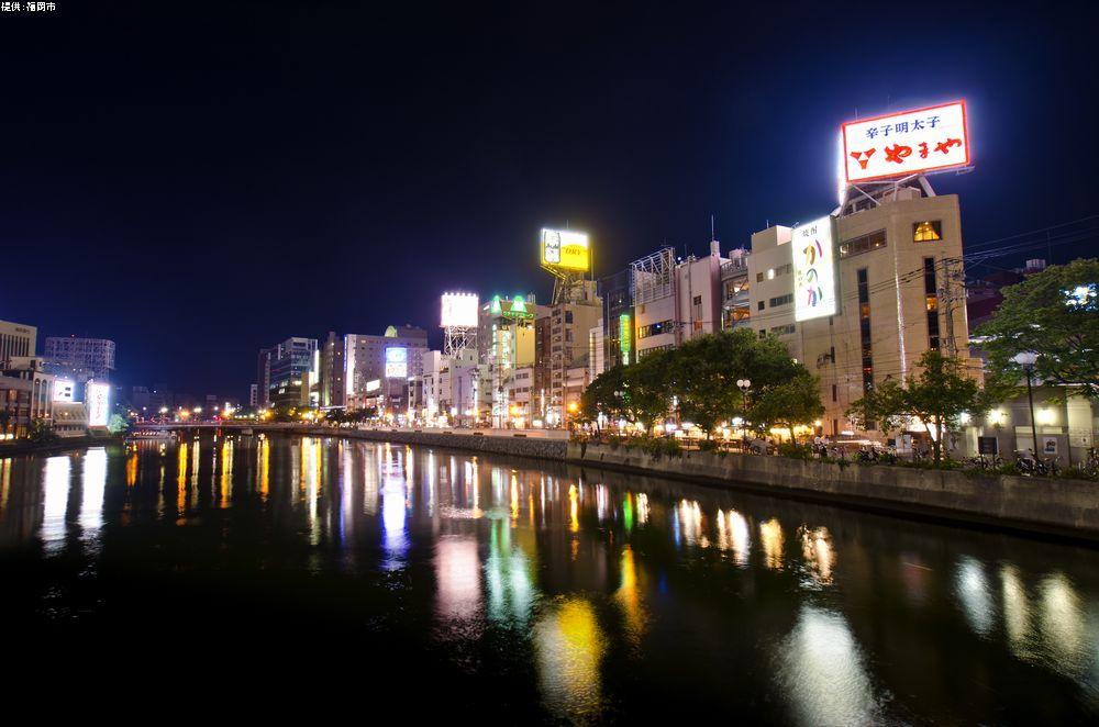 九州一の歓楽街「中洲」 川を渡ってすぐ