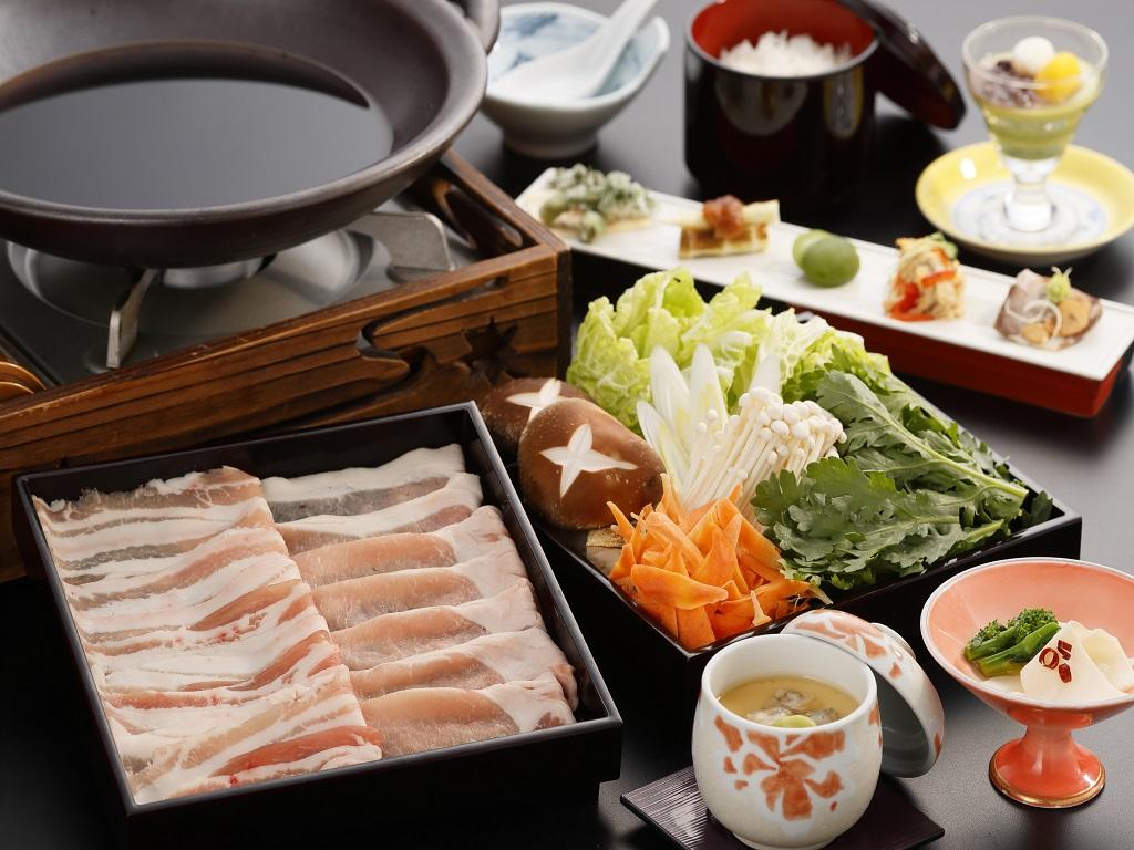 当館オリジナルブランド豚「育美(はぐみ)」を使用した豚肉のすき焼き御膳!