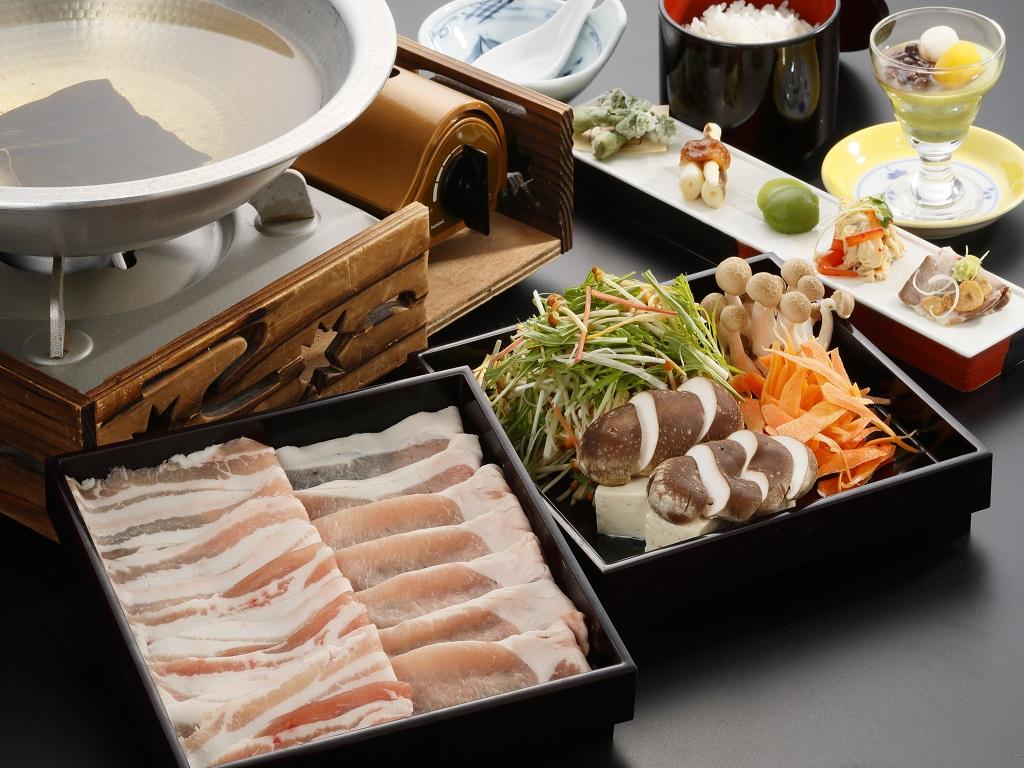当館オリジナルブランド豚「育美(はぐみ)」を使用した豚肉のしゃぶしゃぶ御膳!