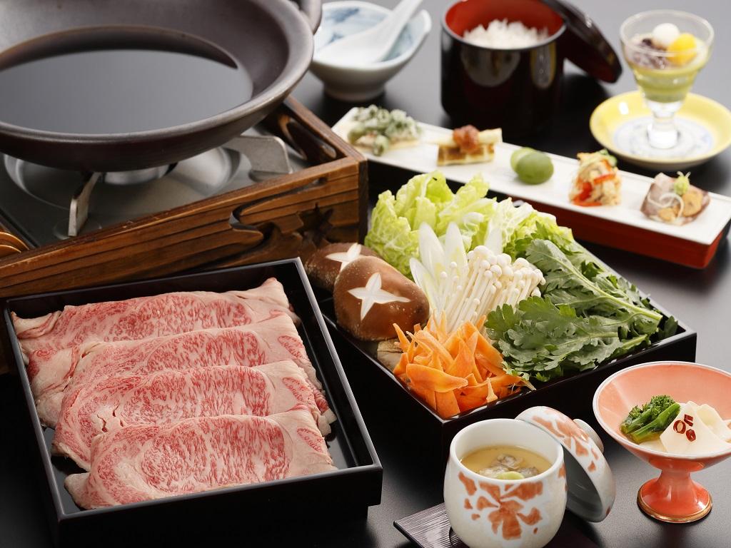 当館オリジナルブランド牛「はつみのり」を使用した牛肉のすき焼き御膳!