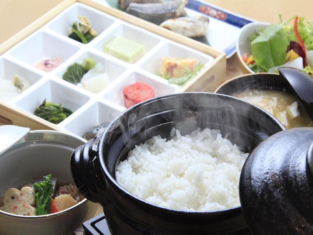 【ご朝食】釜炊きご飯をご用意いたします