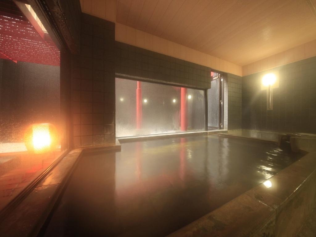【大浴場】当館の地下から直接引水している源泉かけ流しが自慢です
