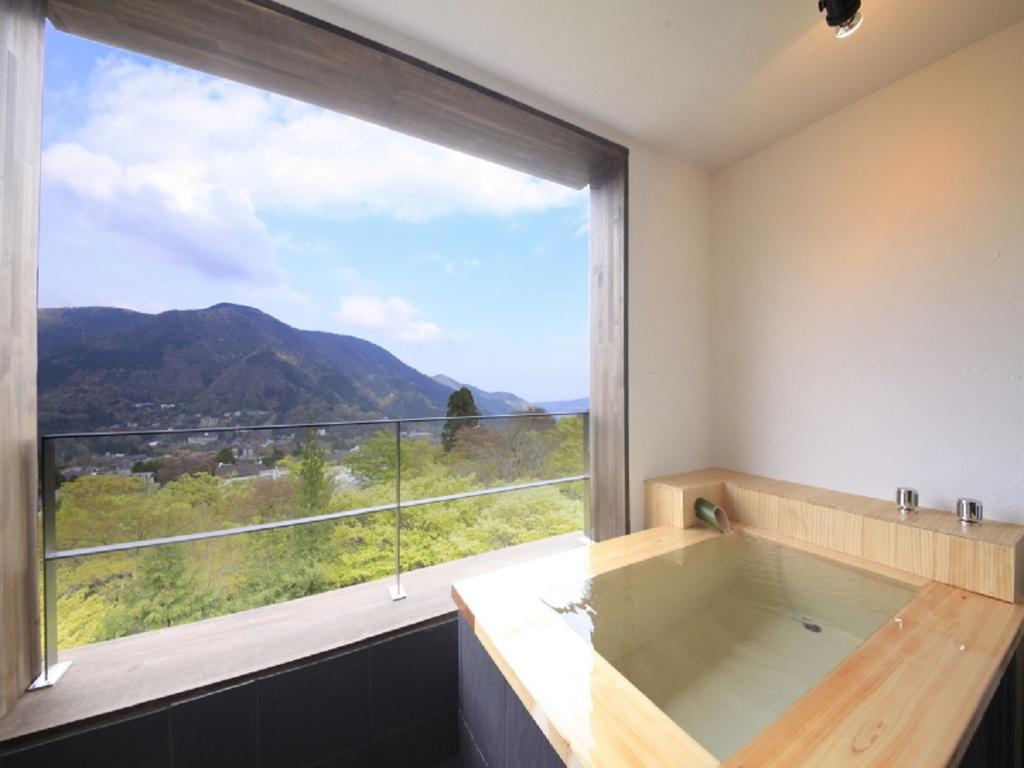 客室露天風呂から明星ヶ岳を望む