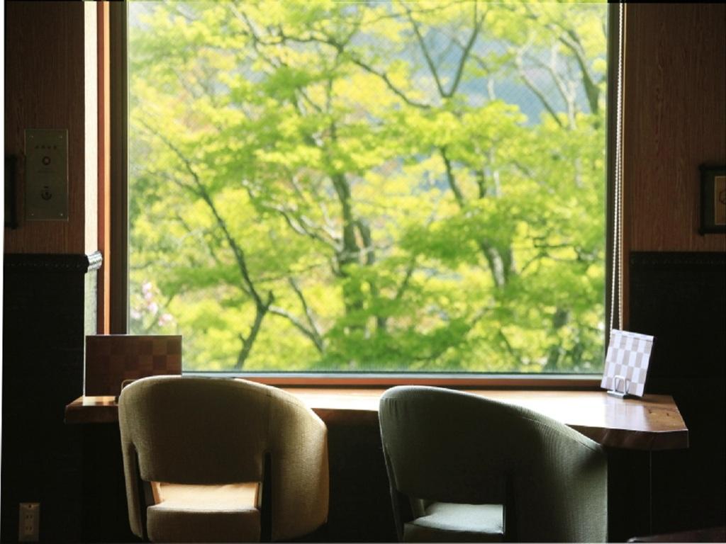 【ラウンジ】上質な空間で、ごゆっくりとお食事のひとときをお愉しみ下さい