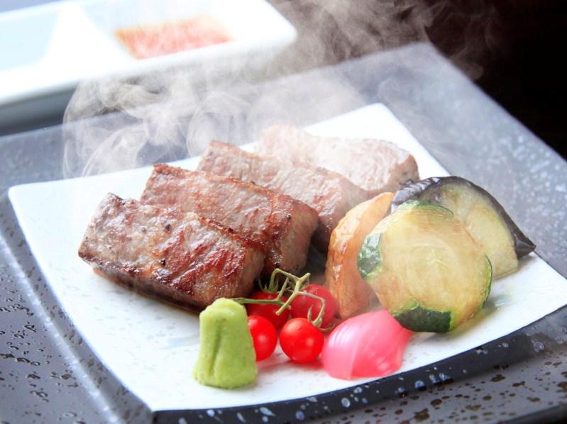 【ご夕食】メインは富士山高原牛サーロインステーキ ※イメージ