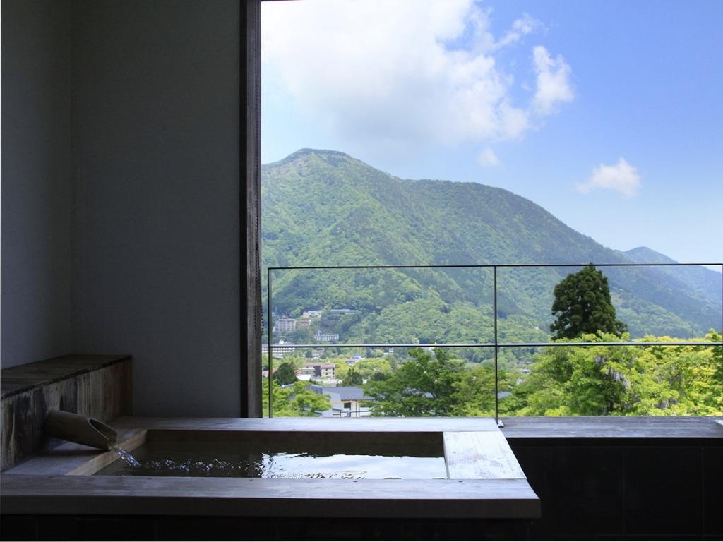 【最上階401露天風呂付デラックススイート】当館で最も眺めが良く予約困難の人気客室
