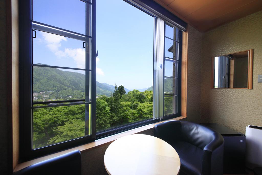 【客室】箱根パノラマビュー・ツインで大文字眺望を贅沢に独り占め
