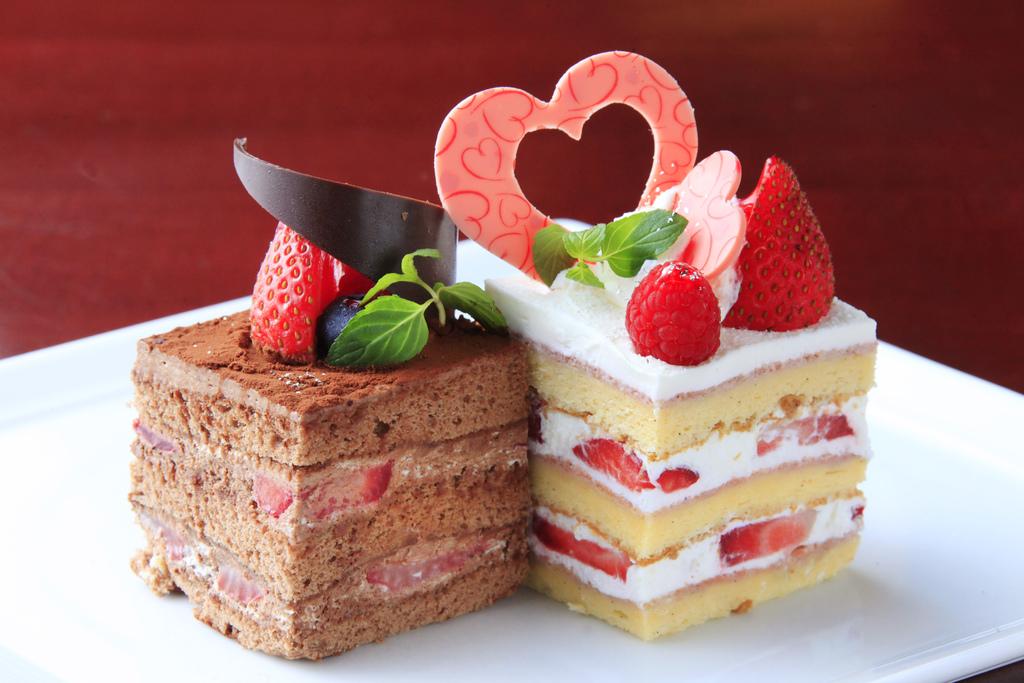 【姉妹館】カフェ・ド・天翠のカットケーキ2種類をご用意