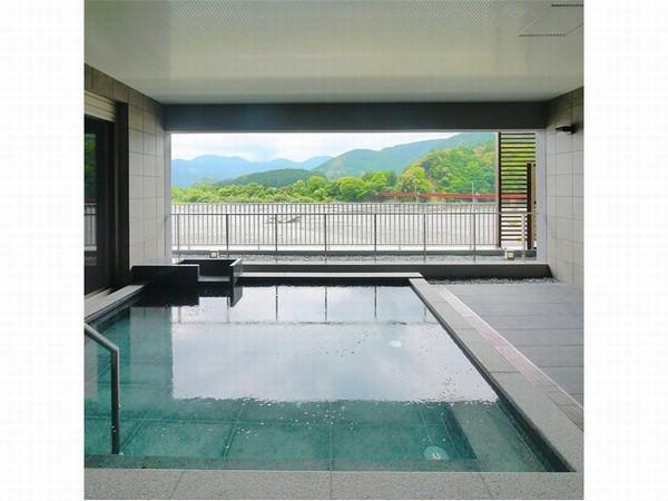 大井川を望む炭酸泉の露天風呂