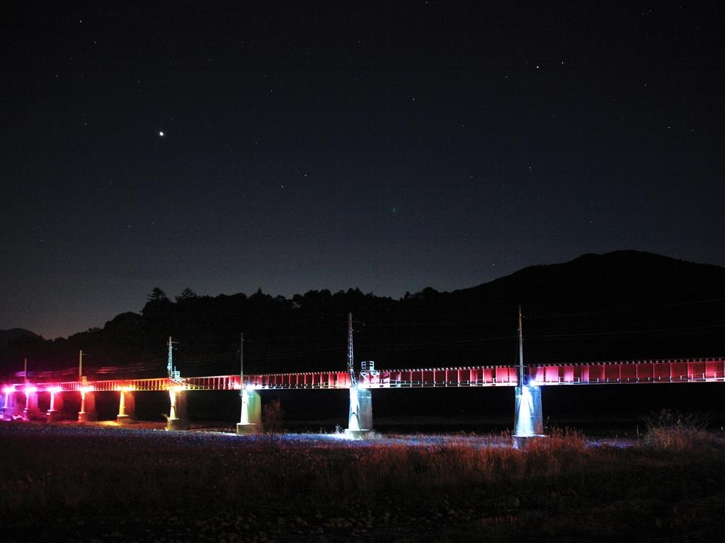 ホテル裏手の鉄橋をライトアップ♪【2017年2月19日まで】