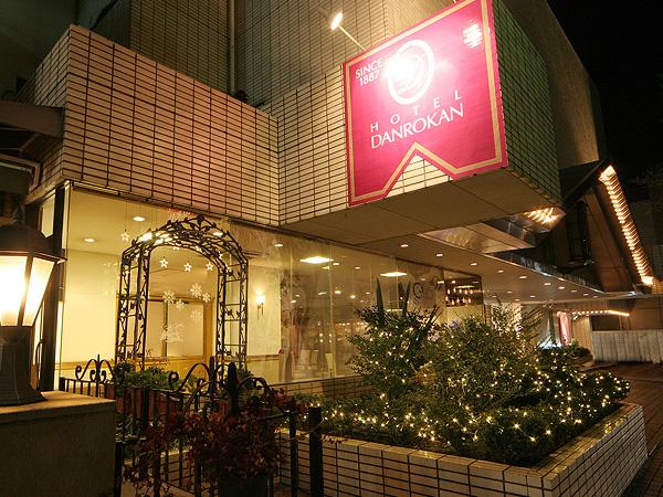 ホテル外観(夜)1