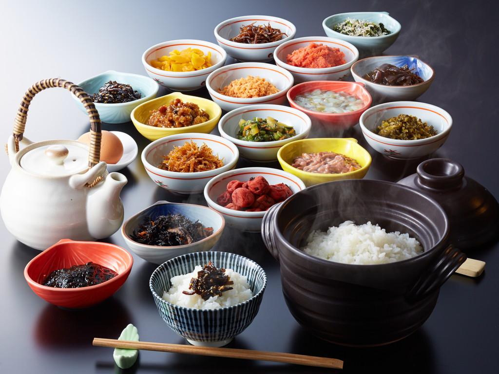 淡路産コシヒカリを贅沢に土鍋釜炊きで。