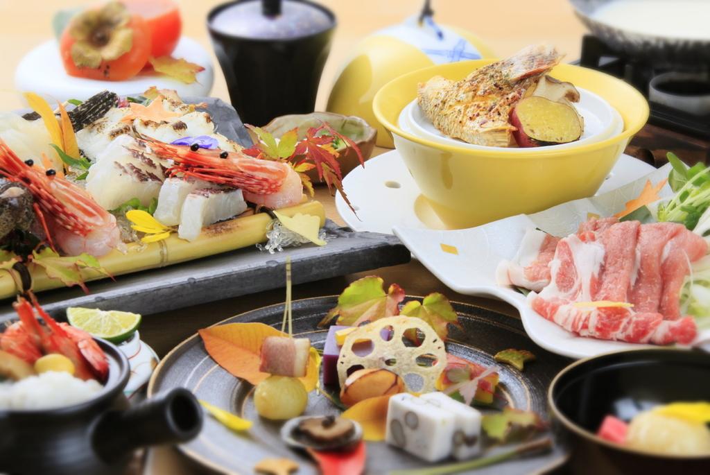 海風会席 鱧や松茸などの土瓶蒸しや淡路ポーク豆乳鍋など、淡路の秋の味覚をお愉しみください。