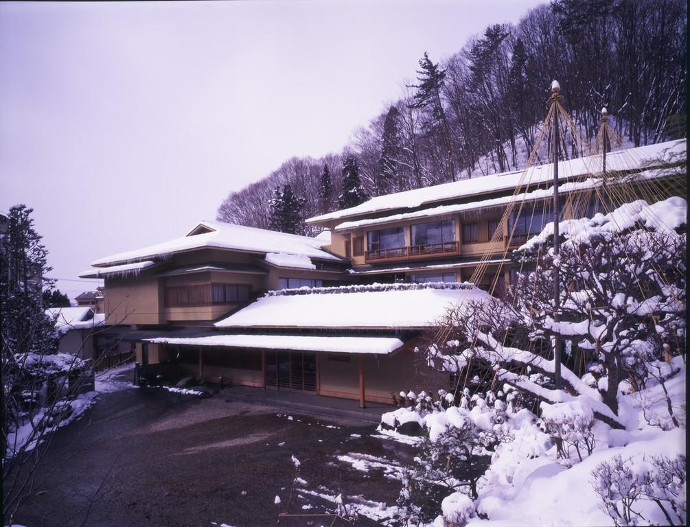 冬景色の四季亭外観です