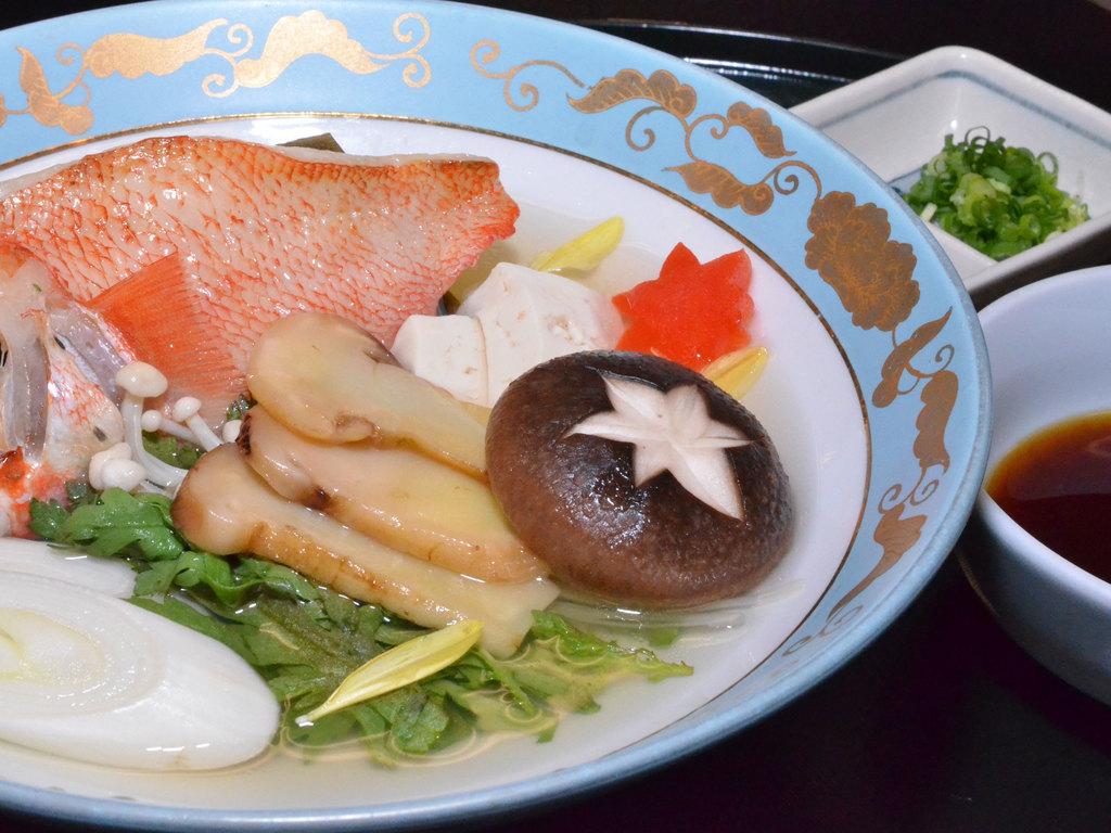 松茸と吉次を一緒に「骨蒸し」に!素材の旨味が広がります
