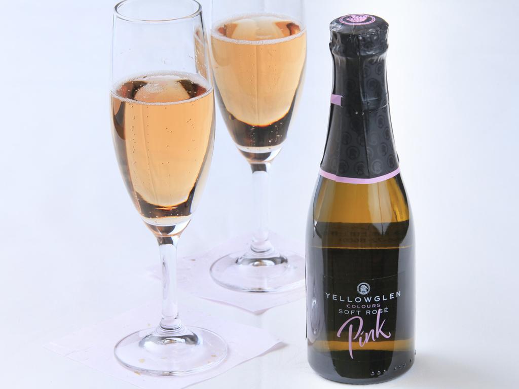 記念日にはスパークリングワインをご用意(写真は一例です)