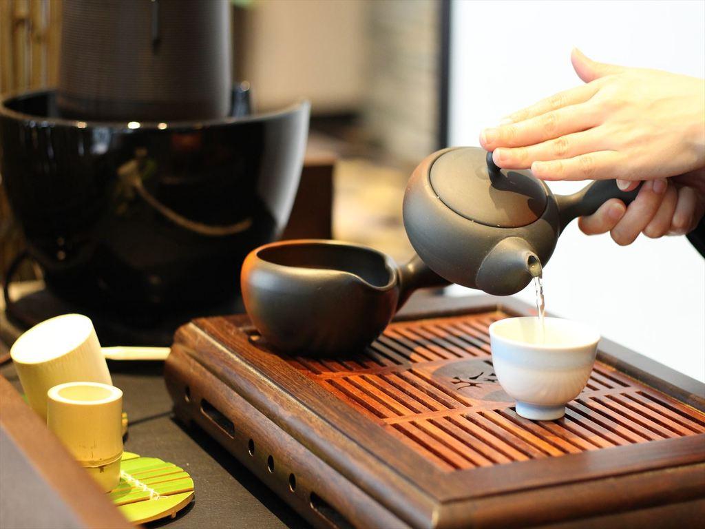 煎れたてのお茶でお迎え致します。